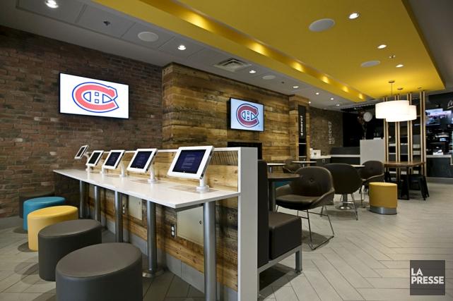 Le restaurant McDonald's qui a ouvert ses portes... (PHOTO HUGO-SÉBASTIEN AUBERT, LA PRESSE)