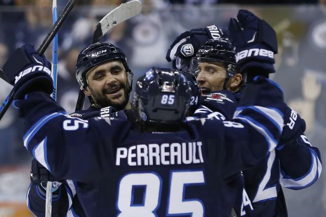 Mathieu Perreault a touché la cible avec 23 secondes à faire en deuxième... (Photo La Presse Canadienne)