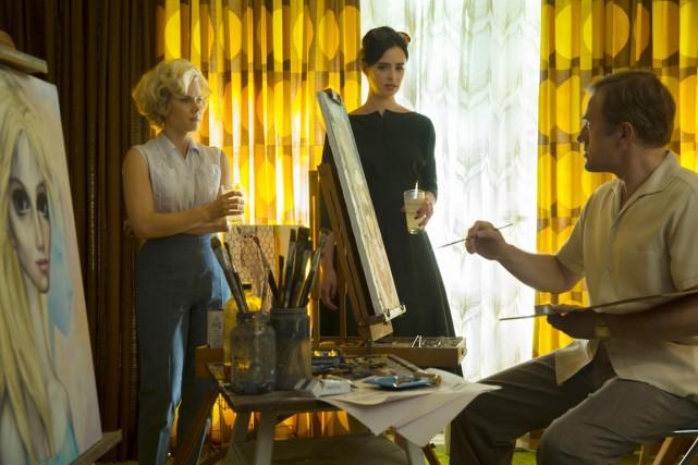 Une peintre (Amy Adams), encouragée par son amie... (PHOTO FOURNIE PAR TWC/SÉVILLE)