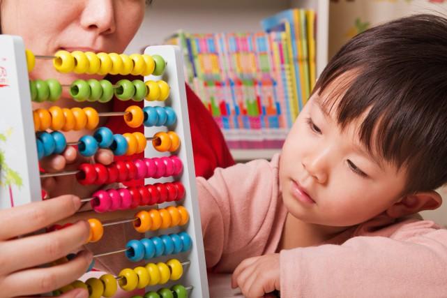 Liste d'achats en main, c'est parti:on gâte les enfants en prévision de Noël.... (Photo Thinkstock)