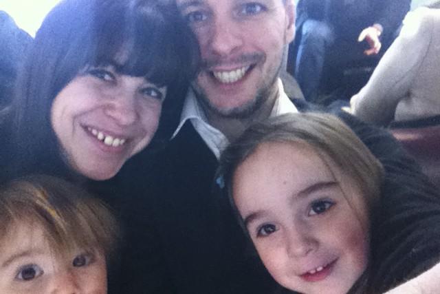 Patrick Léger, sa femme et leurs filles Anaïs... (Photo fournie par la famille)