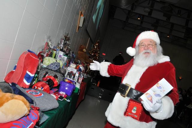 Le «vrai» père Noël s'est montré très généreux... (Photo: Émilie O'Connor)