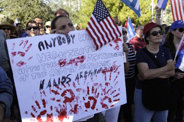 Par le passé, les manifestations anticastristes étaient fréquentes... (Photo Lynne Sladky, AP)