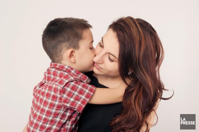 Un enfant bien traité développe une solide relation... (PHOTO ARCHIVES LA PRESSE)
