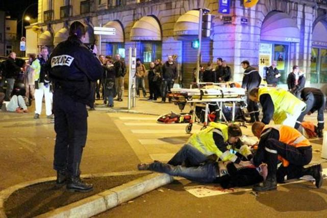 Vers 20h, dans le centre-ville, l'automobiliste a foncé... (PHOTO TIRÉE DE TWITTER)