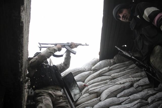 Au moins 20 membres du groupe djihadiste État islamique (EI) ont été tués lors... (Photo SULTAN KITAZ, Reuters)