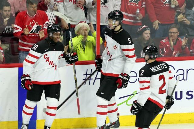Cinq joueurs différents ont marqué pour mener Équipe Canada junior à une... (Photo FRED CHARTRAND, PC)