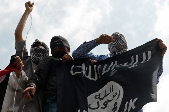 Selon le groupe État islamique, «une cellule d'extrémistes... (Photo archives AFP)