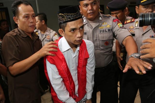 Quatre des accusés, des hommes, ont été condamnés... (Photo Tatan Syuflana, AP)