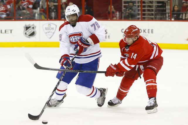 Nathan Gerbe (14) tente de voler la rondelle à P. K. Subban (76).... (PHOTO JAMES GUILLORY, ARCHIVES USA TODAY)