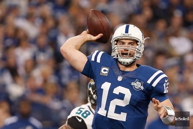 Le quart des Colts Andrew Luck... (Photothèque Le Soleil)