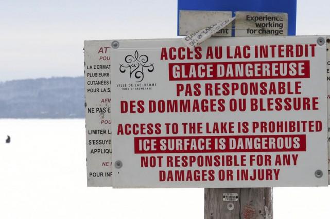 La Ville de Lac-Brome a installé des écriteaux... (photo Alain Dion)