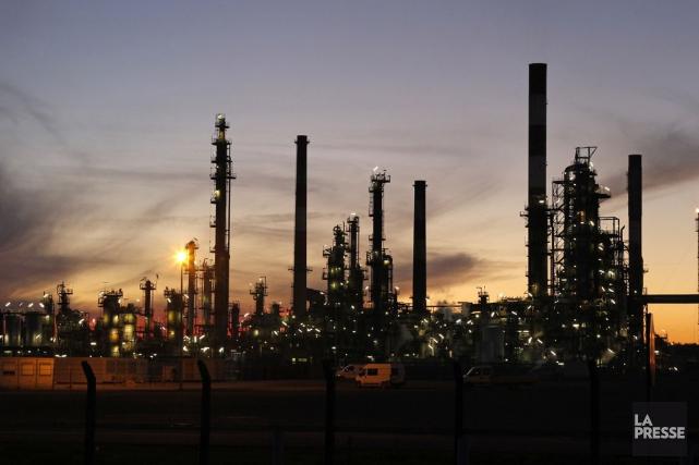 Le prix du baril est récemment tombé sous... (PHOTO BENOIT TESSIER, ARCHIVES REUTERS)