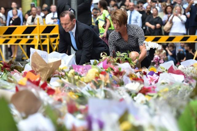 Le premier ministre australien Tony Abbott et sa... (PHOTO PETER PARKS, ARCHIVES AFP)