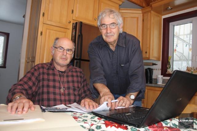 Le conseiller municipal Denis Garneau et le citoyen... (La Tribune, Jean-François Gagnon)