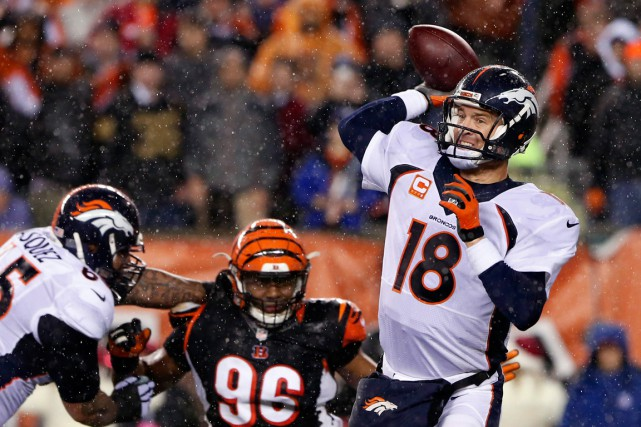 Manning a aidé les Broncos (11-4) à remonter... (PHOTO: USA TODAY SPORTS)