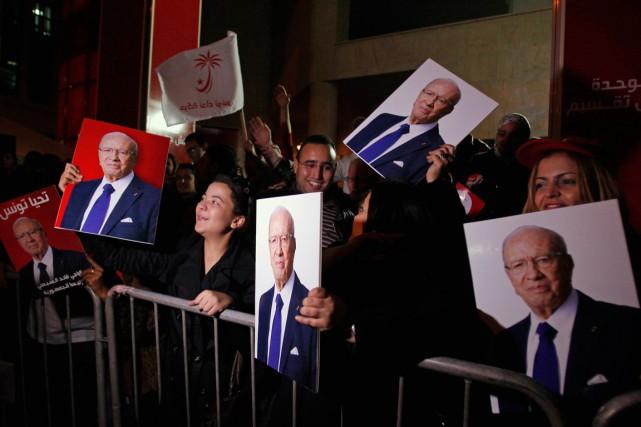 Des partisans deBéji Caïd Essebsi se sont rassemblés... (PHOTO: REUTERS)