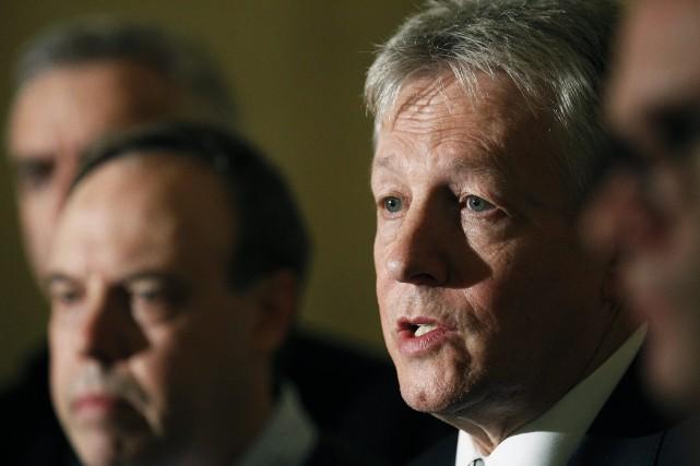 Le premier ministre de l'Irlande du Nord, Peter... (Photo Peter Morrison, AP)