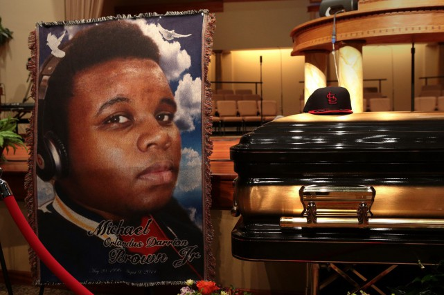 Michael Brown, 18 ans, a été tué en... (Photo archives AP/St. Louis Post Dispatch)