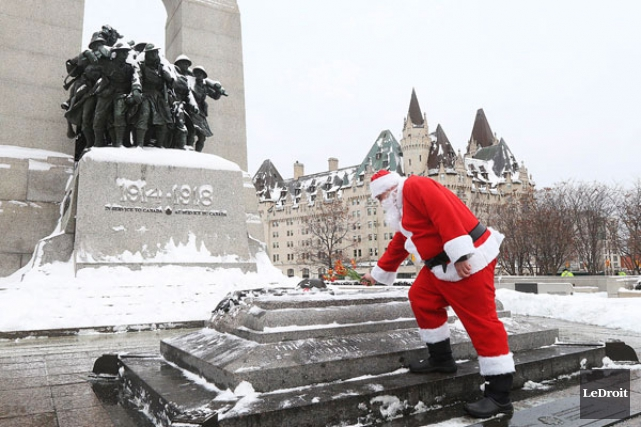 La population canadienne a largement salué la mémoire... (Étienne Ranger, Ledroit)