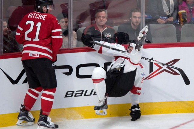 Au fil de ses années dans la Ligue nationale de hockey, Tie Domi a beaucoup... (La Presse Canadienne)