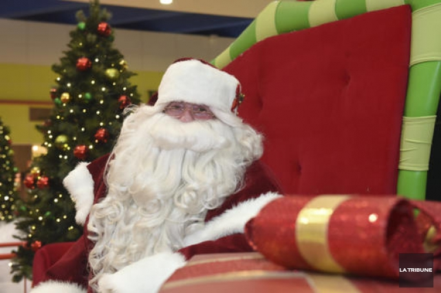 Être père Noël, c'est être le porte-parole du pôle Nord et grand représentant... (Imacom, René Marquis)