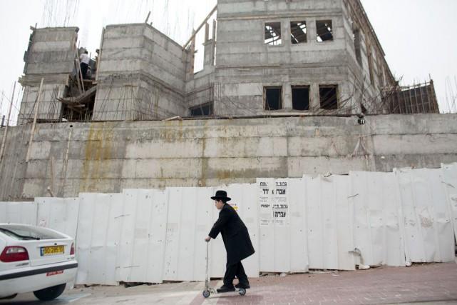 Le permis de construire a été donné par... (PHOTO AHMAD GHARABLI, ARCHIVES AFP)