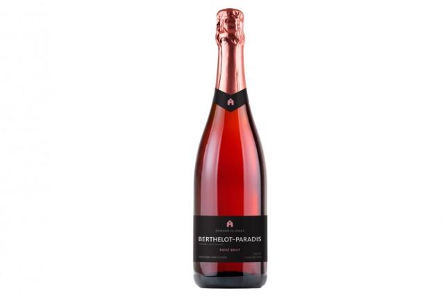Le rosé québécois le plus vendu dans la province est maintenant effervescent.... (Photo fournie par Le domaine du Ridge)
