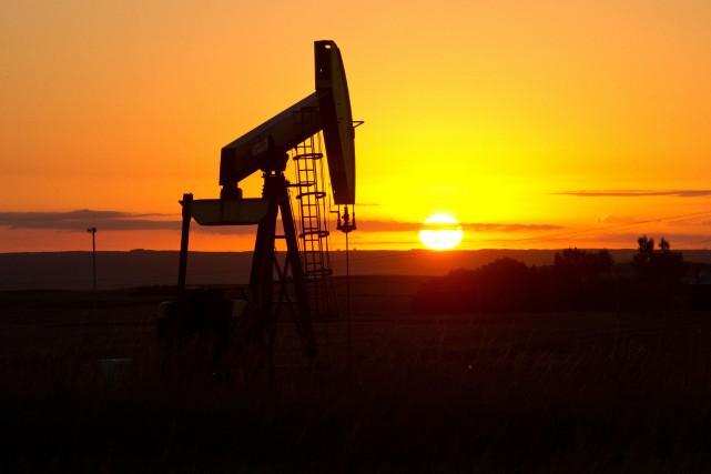 Les cours du pétrole brut ont fini en baisse mercredi à New York après... (Photo archives AFP)
