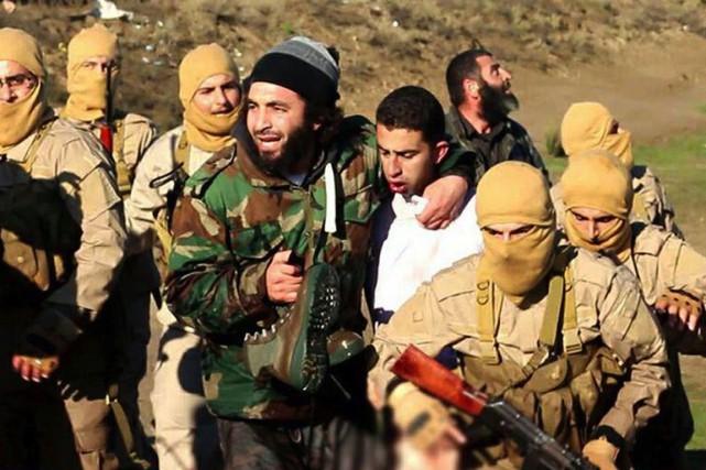 Cette image diffusée par le groupe État islamique... (PHOTO WELAYAT RAQA / AFP)