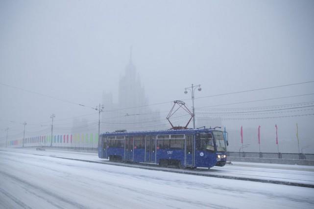 Selon les services météorologiques de Moscou, les chutes... (Photo Pavel Golovkin, AP)
