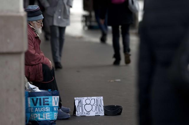 Ces «grillages anti-marginaux» visent selon plusieurs observateurs à... (PHOTO JOEL SAGET, ARCHIVES AFP)