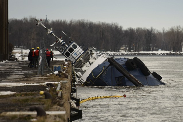 Un remorqueur amarré à Trois-Rivières a partiellement coulé... (Photo fournie par François Gervais)