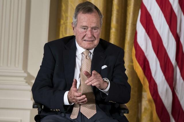 L'ancien président américain George H. W. Bush... (Photo archives AFP)