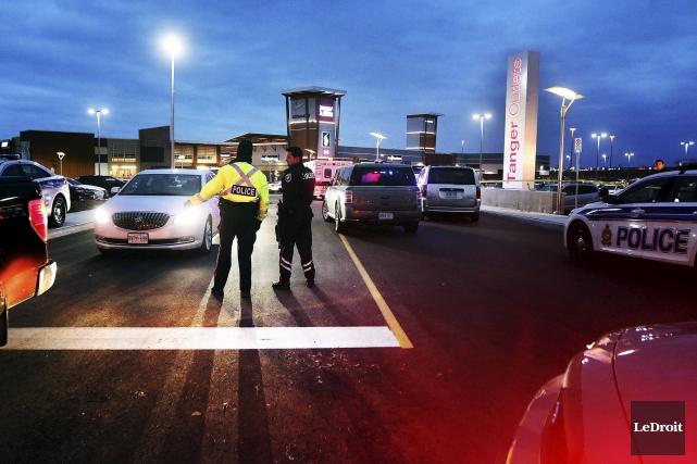 Les policiers sont toujours à la recherche du... (Étienne Ranger, LeDroit)