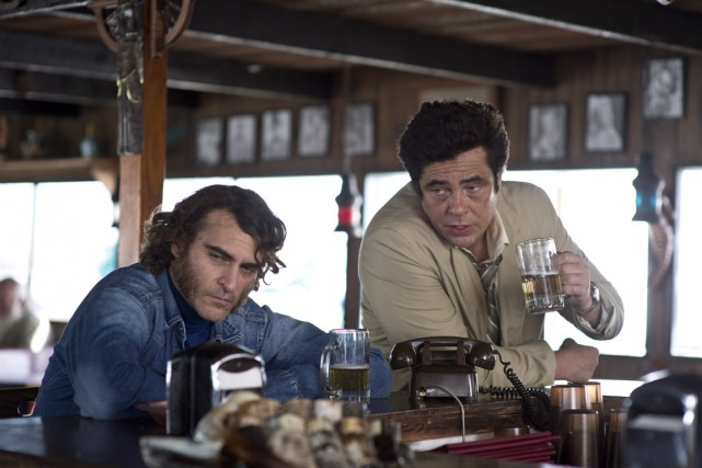 Dans Inherent Vice, Benicio Del Toro (à droite)... (Photo fournie par Warner)