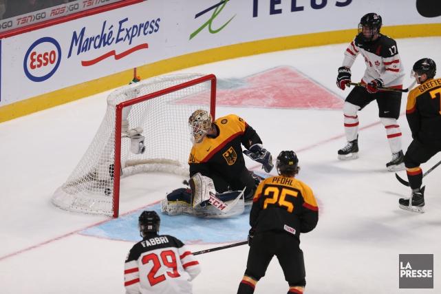 Après la dégelée de 8-0 infligée par le Canada à la Slovaquie vendredi, on... (PHOTO FANNY LACASSE, LA PRESSE)