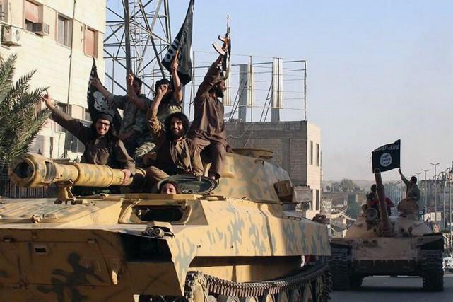 Les combattants de l'EI ont revendiqué au moins... (Photo archives AP/Centre média de Raqqa)