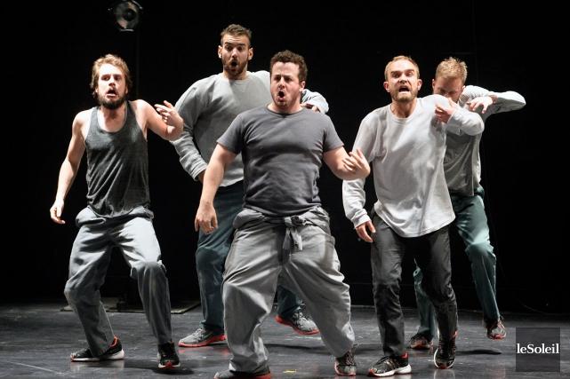 La danse a flirté avec le théâtre dans... (Photothèque Le Soleil, Jean-Marie Villeneuve)