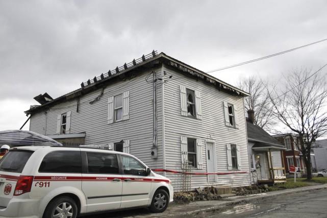 Un duplex a été la proie des flammes,... (photo Julie Catudal)