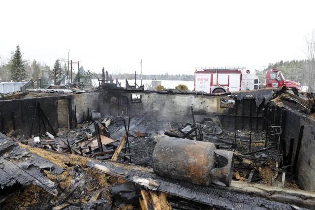 Une résidence unifamiliale de Saint-Ludger-de-Milot a été la proie des flammes,... (Gimmy Desbiens)