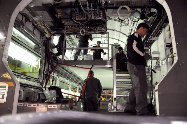 L'usine Bombardier de Crespin en France... (PHOTO FRANCOIS LO PRESTI, ARCHIVES AFP)