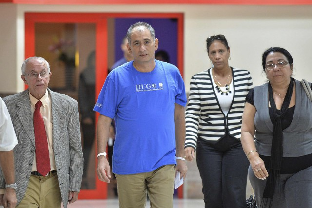 Felix Baez (au centre) était revenu à Cuba le... (Photo REUTERS)