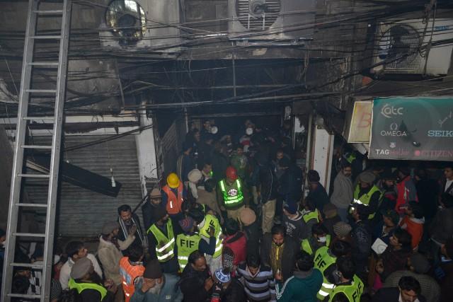 Un incendie a éclaté sur un marché très fréquenté à Lahore (est du Pakistan)... (Photo Arif Ali, AFP)