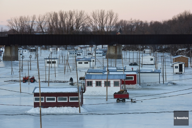 Une quinzaine de cabanes ont été installées lundi... (Photo: François Gervais Le Nouvelliste)