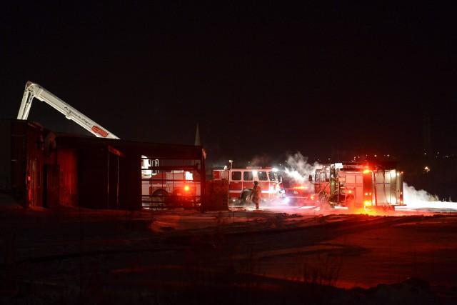 Un incendie de structure s'est déclaré, hier soir, dans un bâtiment de... (Jeannot Lévesque)