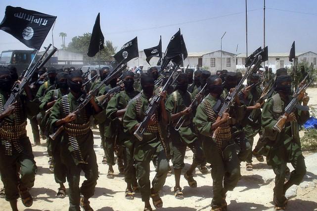 Les shebab ont fait allégeance à Al-Qaïda et... (Photo archives AFP)