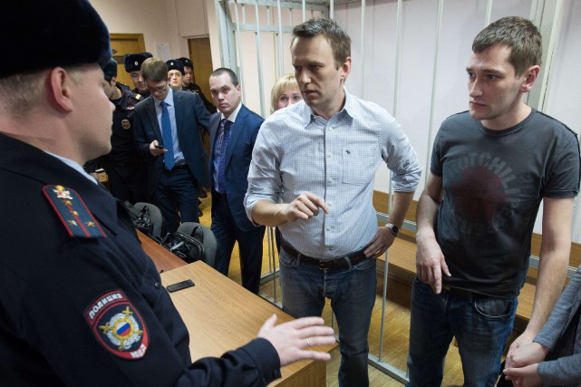 Le charismatique blogueur Alexeï Navalny (au centre) au verbe... (PHOTO DMITRY SEREBRYAKOV, AFP)