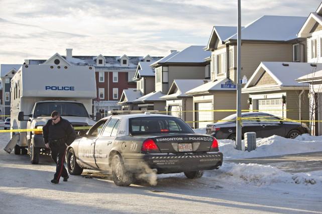 Sept corps ont été retrouvés dans cette résidence... (Photo Jason Franson, La Presse Canadienne)