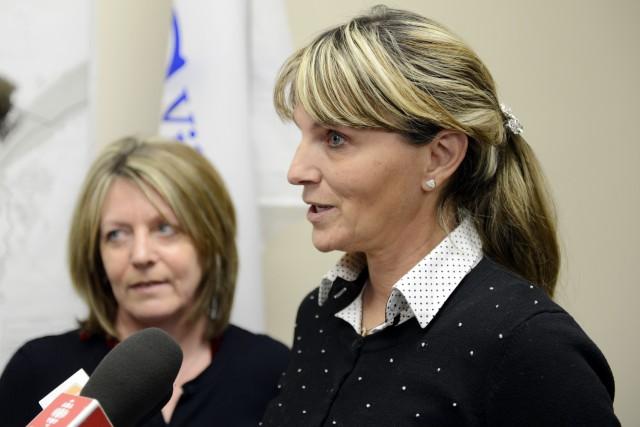 Les conseillères Christine Boivin et Josée Néron, de... ((Photo Jeannot Lévesque))